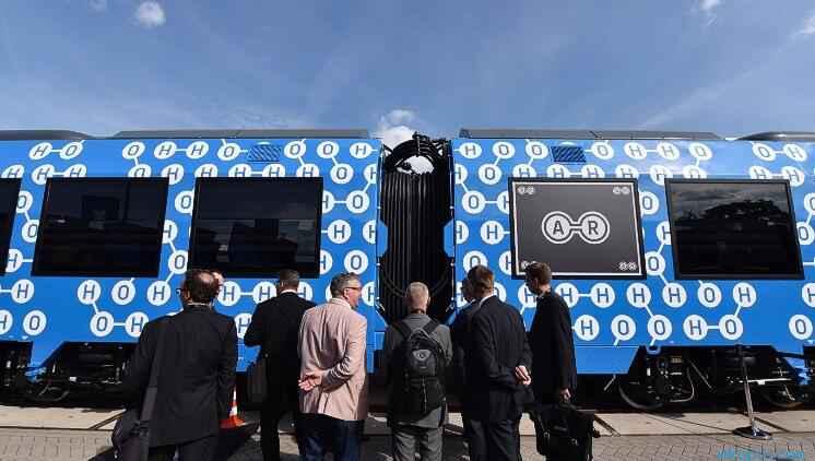 世界上首款零排放氢能源列车投入运营