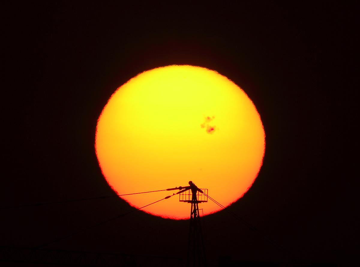 2014年10月25日宁波市区,太阳黑子群。张海华摄13586911701.jpg