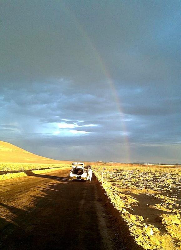 阿塔卡玛沙漠难得一见的彩虹