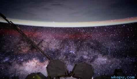从太空�t望地球 在空间站