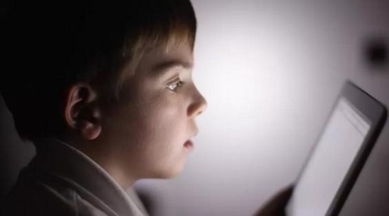 长时间使用手机和平板会引发儿童心脏病