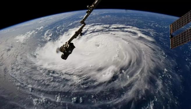 """太空俯看壮观的""""佛罗伦萨""""飓风"""