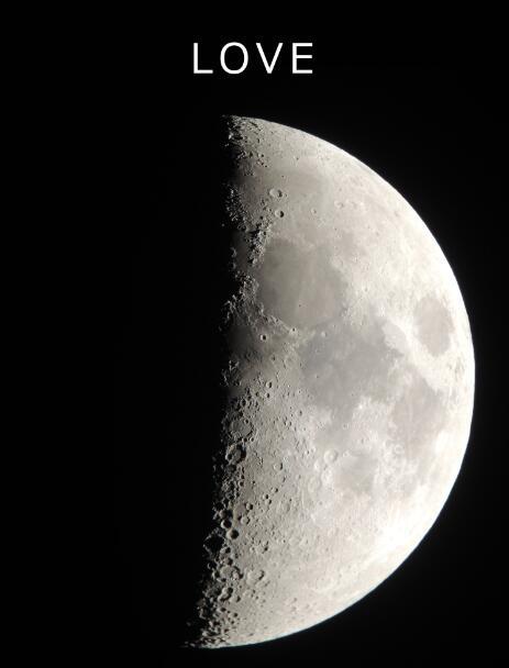 一组业余天文学家在日本四国岛的梨树县进行了一项很有创造性的研究,他们发现了月球上的L-O-V-E。他们的秘密是观察这张清晰的上弦月图像。