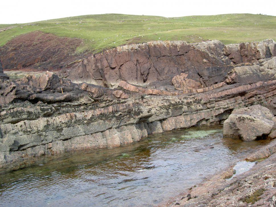层状砂岩层保留了Minch盆地下的陨石坑