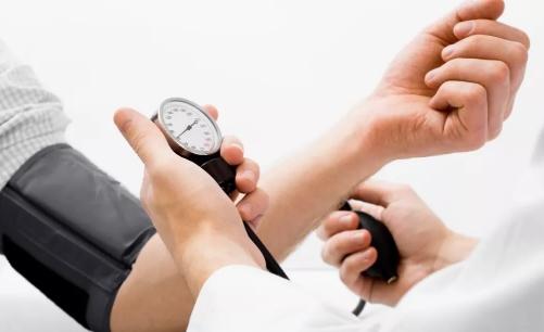 现有的循证医学证据显示,摄入的能量、饱和脂肪增加心血管发生的风险,而通过合理科学的膳食是可以降低风险的。