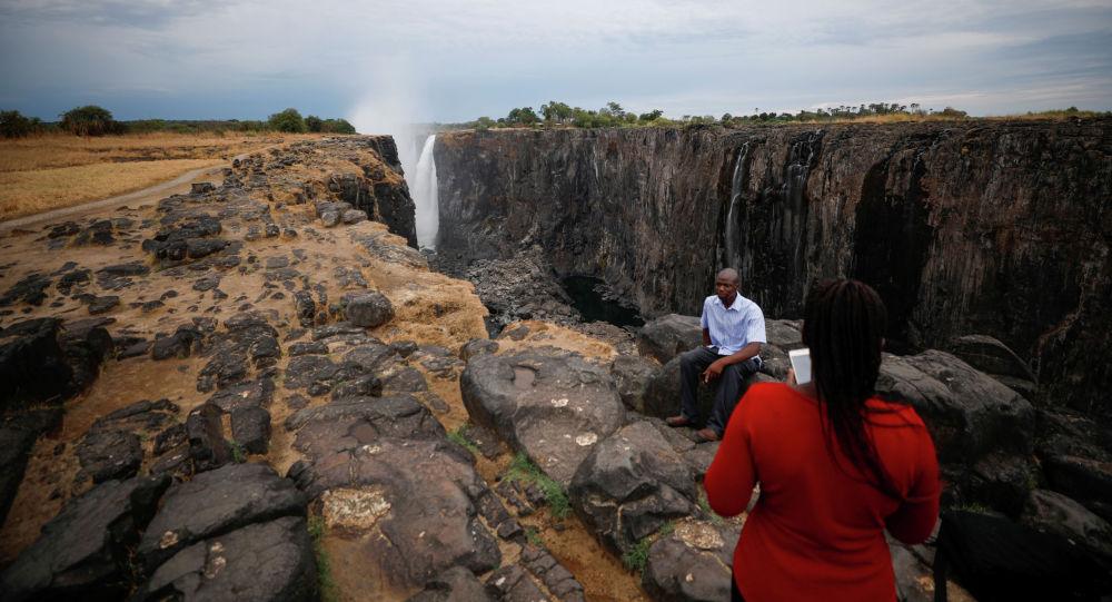 �S多利��瀑布的水位已降至25年�碜�\