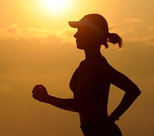 良好的生活习惯(定期运动和健康饮食)可以使一个人的寿命延长大概十年。相关研究结果已经发布在《英国医学杂志》(British Medical Journal)上。