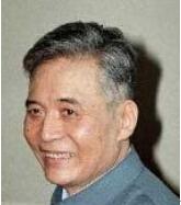 邓稼先(1924―1986),江苏省丹徒县人,毕业于西南交通大学,中国科学院院士,著名核物理学家。邓稼先是中国核武器研制工作的开拓者和奠基者,为中国核武器、原子武器的研发做出了重要贡献。主持修建了中国第一座现代化桥梁――钱塘江大桥,是中国土力学学科的创始人和倡导者、工科教育家。